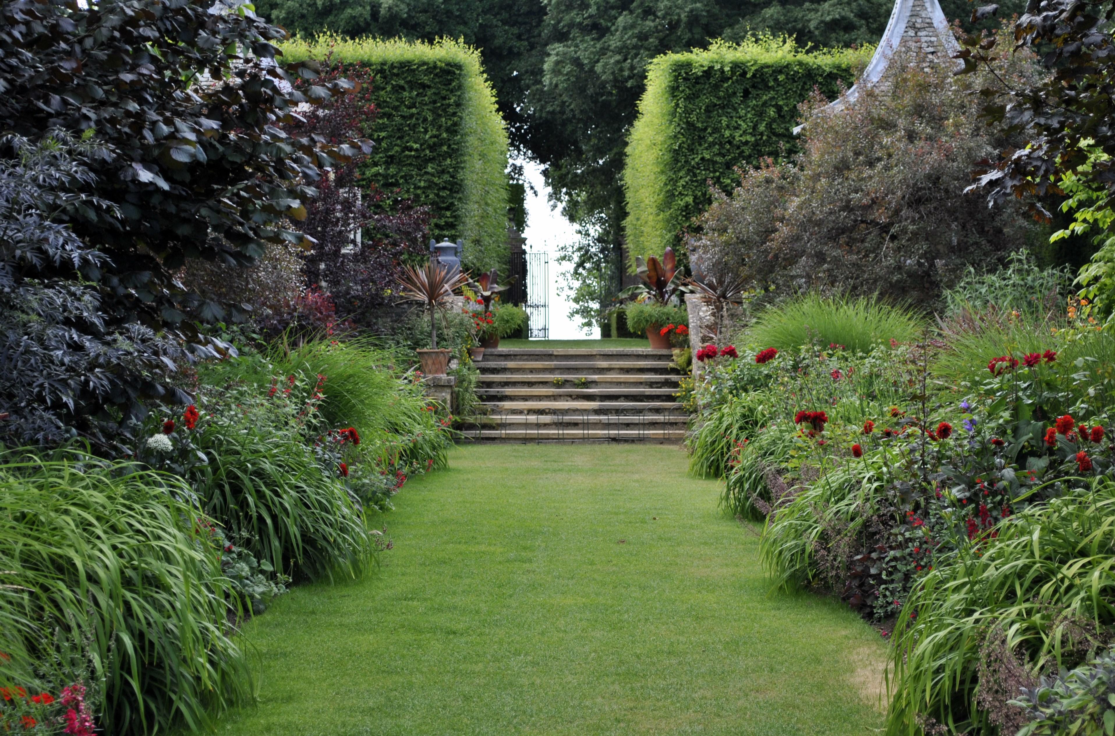 Return to hidcote manor david 39 s garden diary for Garden